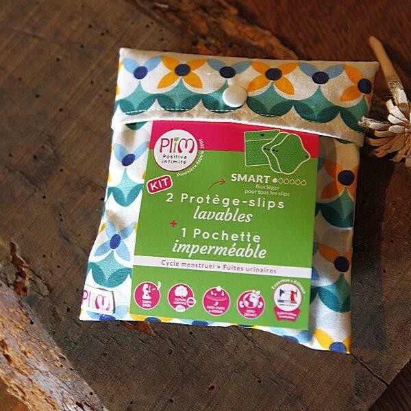 kit 2 protège-slip lavables + 1 pochette imperméable avec des fleurs géométriques vert et jaune de la marque plim vendu par aux retrouvailles.com