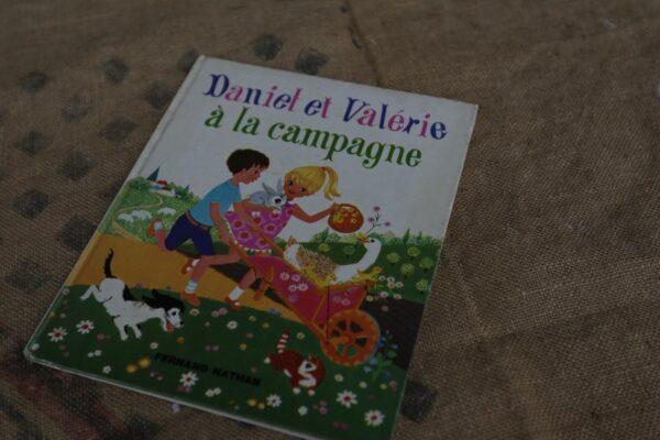 livre enfant daniel et valérie à la campagne aux retrouvailles
