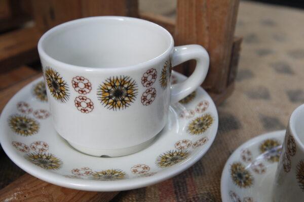 tasses à café porcelaine de chauvigny blanches motifs vintage aux retrouvailles