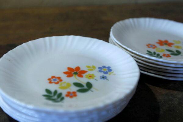 assiettes arcopal fleurettes aux retrouvailles vintage