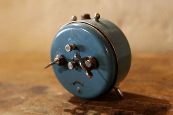 réveil bleu aux retrouvailles vintage