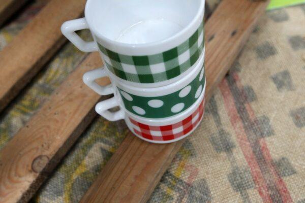 tasses à pois et vichy vintage aux retrouvailles
